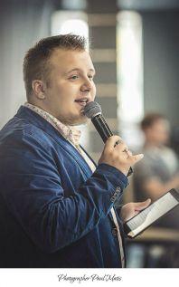 Ведущий Алексей Логинов