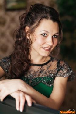 Марина Горячева, Ведущая праздников, певица.