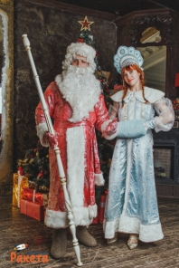"Дед Мороз и Снегурочка от агентства праздников ""Праздничная ракета"""