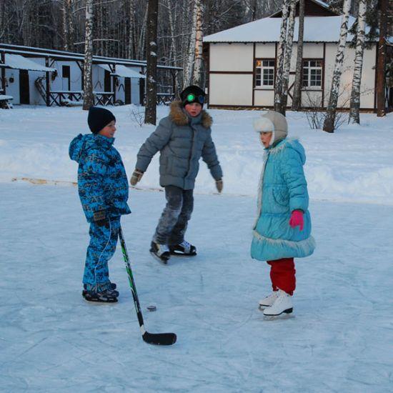 Семейный отдых зимой: идеи зимних прогулок в загородном клубе «Ильдорф»