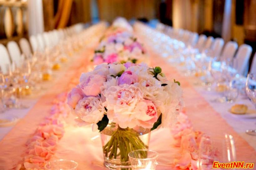 Украшение столов на свадьбу цветами