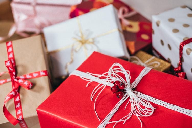 6bf004444d090 Подарки коллегам на Новый Год: крутые идеи и маленькие советы