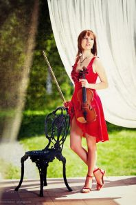 Мария Романова, скрипка, электроскрипка.