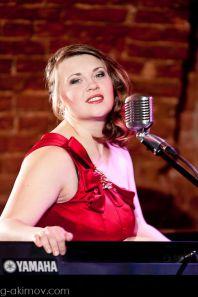 Ганина Елена - Профессиональная ведущая, профессиональная вокалистка.