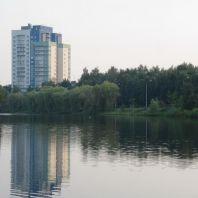 Пляж на озере Парковое