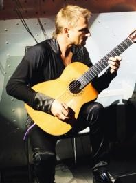 Гитарист Николай Соколов