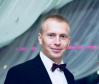 Ведущий Артем Ситников